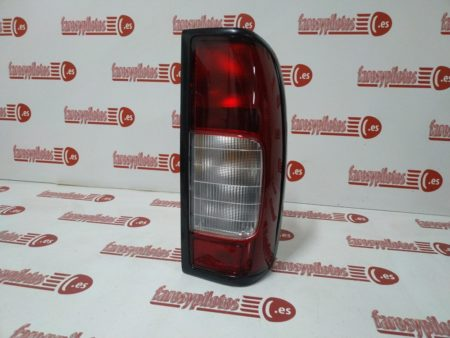 nissan - Piloto trasero derecho Nissan Navara Pick-up 1998 – 2000 Con luz de Marcha Atras (Producto Nuevo)