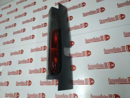 renault, opel, nissan - Piloto trasero derecho Renault Trafic 2 Puertas 2001-2006 Apertura puertas 180 Furgón Piloto valido para puerta corredera lateral (Producto Nuevo)